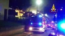 Solbiate (CO) - Brucia il tetto di un'abitazione, salvato cane bloccato dal fumo (22.10.19)