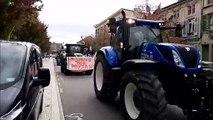 Bar-le-Duc : manifestation des agriculteurs, dépôt de boues d'épandage devant la préfecture