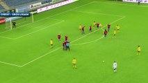 Le sublime coup franc d'un gardien de but à la 89e minute en Norvège