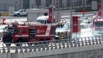 Havalimanı girişinde korku dolu anlar kamerada alev alev yanan minibüs polis aracına çarptı 3