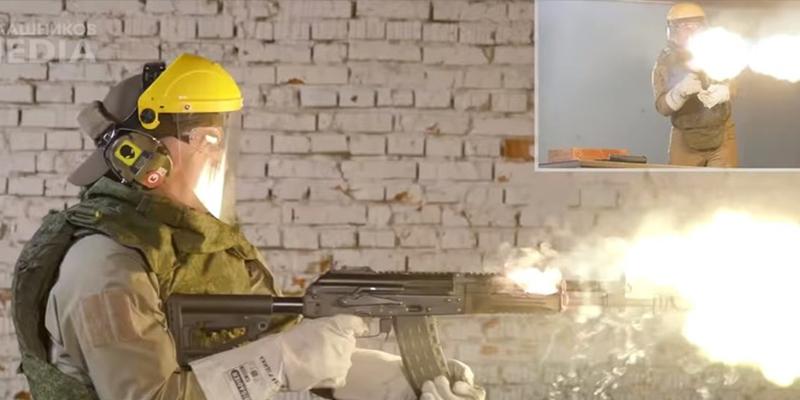 Mira cómo el Kaláshnikov AK-12 es capaz de disparar 680 balas seguidas, incluso en llamas