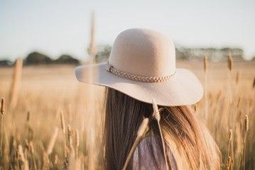 Wie man zu jeder Jahreszeit einen Hut trägt