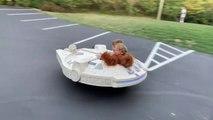 Un papa fabrique une Faucon millennium Star Wars roulant pour ses enfants