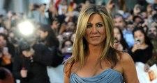 Jennifer Aniston'dan hayranlarını şaşırtan hareket! Seyircilerin çığlıkları arasında sunucu Ellen DeGeneres ile öpüştü