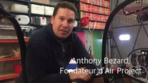 Anthony Bezard, le fondateur et dirigeant d'Air Projet présente le futur avion de voltige adapté aux handicapés dans son atelier à Darois (21)