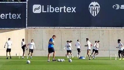 El Valencia CF prepara el duelo ante el Sevilla sin Guedes ni Gameiro
