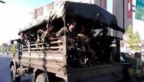 Un camion de soldats chiliens accélère trop fort pendant une manifestation !