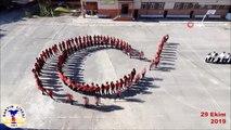 Bartın'da öğrencilerden ay-yıldızlı koreografi