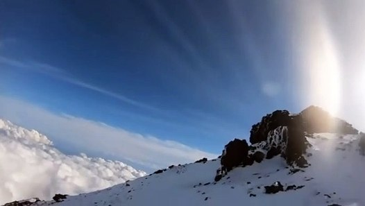 雪 の 富士山 へ go 【ニコ生】『雪の富士山へGO』配信者 「あっ、滑る」を最後に富士山で滑落か...