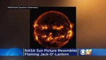 Juste à temps pour Halloween, la NASA a publié une photo du soleil ressemblant à une citrouille d'Halloween.