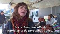 En Bretagne, Arzon, sa mer, ses plages et ses municipales à volets fermés