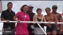Teahupoo : la ministre surfe sur la vague des JO