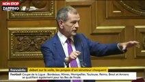Un sénateur tient des propos scandaleux sur le port du voile (vidéo)