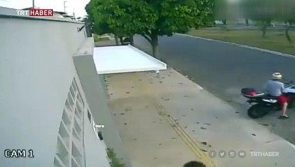 Önünden geçtiği evin garajında kaldı