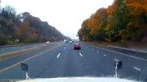 Il croise 2 idiots sur la route qui s'amusent à freiner sur la 3ème voie