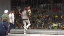 Ofrenda de flores en la tumba del dictador Francisco Franco