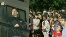Shahrukh Khan greets fans in Midnight on birthday at Mannat; Watch video | FilmiBeat