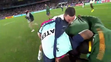 South Africa bench runs onto pitch after winning Rugby World Cup