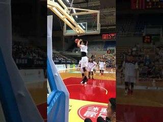 日本隊賽前練球配灌籃高手ED