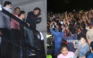 Shahrukh khan greets his fans outside Mannat on his birthday at night