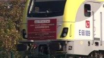 Çin'den gelen yük treni tarihi geçiş için hareket saatini bekliyor