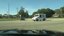 Un conducteur ne voit pas un camion à un carrefour et subit un gros accident !