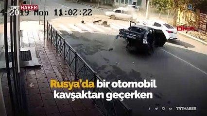 Rusya'da feci kaza: Yola savruldular
