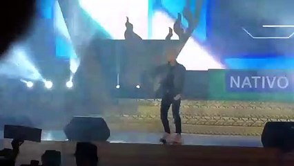 Sơn Tùng M-TP lỡ miệng mời fan lên sân khấu