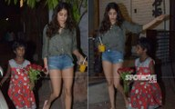 Janhvi Kapoor Helps A Street Urchin, Requests Paps To Turn Off The Cameras, 'Off Kar Dijiye Na, Bahut Ajeeb Lagta Hai'