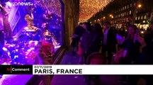 Paris'te vitrinler Noel'e hazır