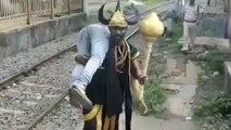 ரயில்வே தண்டவாளத்தில் நடப்பவர்களை தூக்கிச்செல்லும் எமதர்மராஜன்