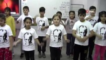 Öğrenciler, '10 Kasım Benim En Büyük Yasım' şarkısını işaret diliyle seslendirdi