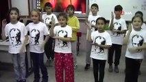 İlkokul öğrencileri, '10 Kasım Benim En Büyük Yasım' şarkısını işaret diliyle seslendirdi