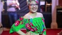 شاهد: عرض أزياء مبهر لمريضات السرطان في تونس
