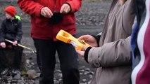 تلاميذ يعاينون آثار التغير المناخي عند أقدام نهر جليدي في ايسلندا