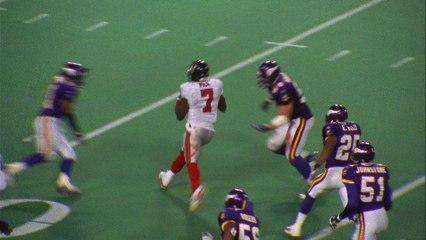Michael Vick splits the Vikings defense