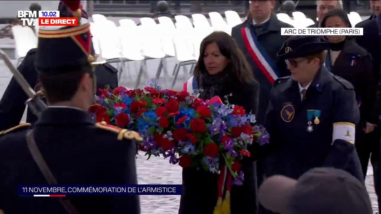 11-Novembre: Anne Hidalgo dépose une gerbe de fleurs auprès de la tombe du Soldat inconnu