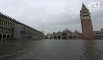 Italie: Venise sous les eaux après une marée historique