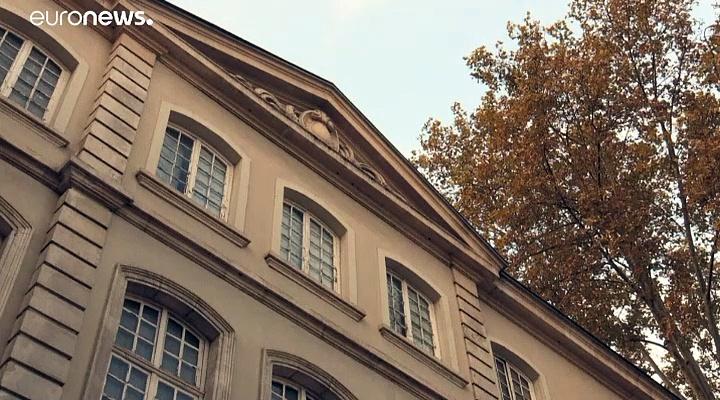 Ausstellung: Yves Saint Laurent und die Lyoner Seide