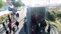 شاهد: تركيا تحتجز 82 مهاجرا على متن شاحنة