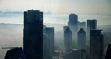 İstanbul'daki sis manzaralarında yüksek binalar dikkat çekti