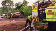 Australien: Feuerwehr sprüht Häuser rosafarben ein
