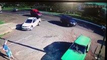 Câmera de segurança flagra perseguição policial que terminou em acidente