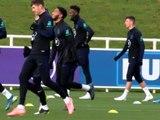 Angleterre - Sterling à l'entraînement