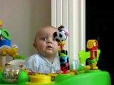Le fou-rire de ce bébé va faire votre journée...