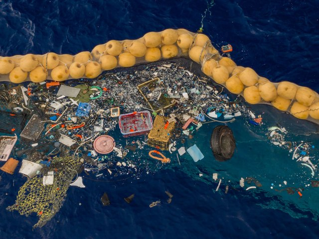 Limpiar basura marina