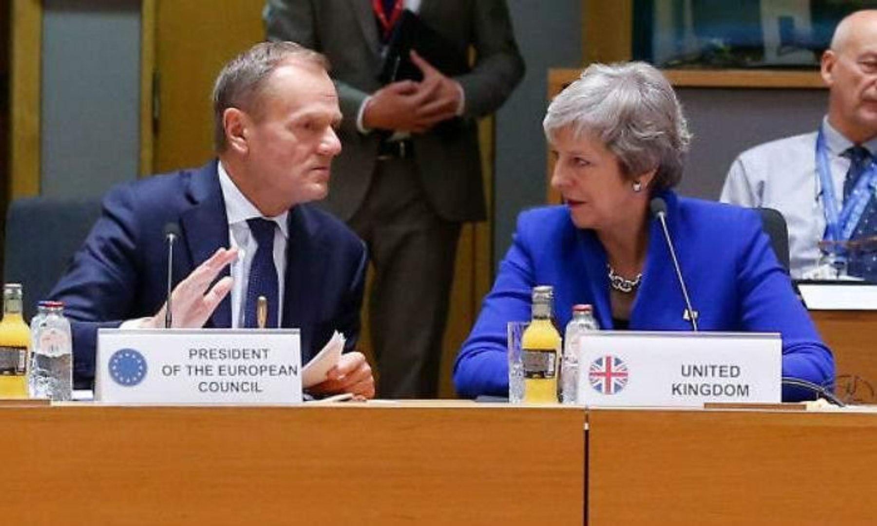 Tusk propone prorrogar el Brexit un año para no