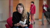 """L'humoriste Nicole Ferroni lit le poème """"Une Révolution saine"""" de l'écrivain britannique D. H. Lawrence"""