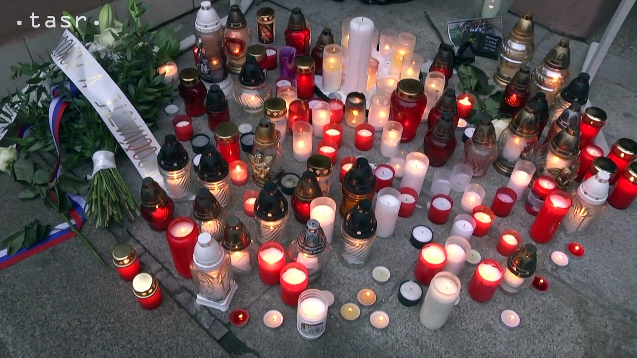 ŠTÁTNY SMÚTOK: Z. Čaputová a P. Pellegrini zapálili sviečky na pamiatku študentov SOŠ