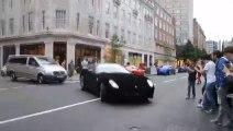 Sa Ferrari 599 est recouverte de Velours Noir